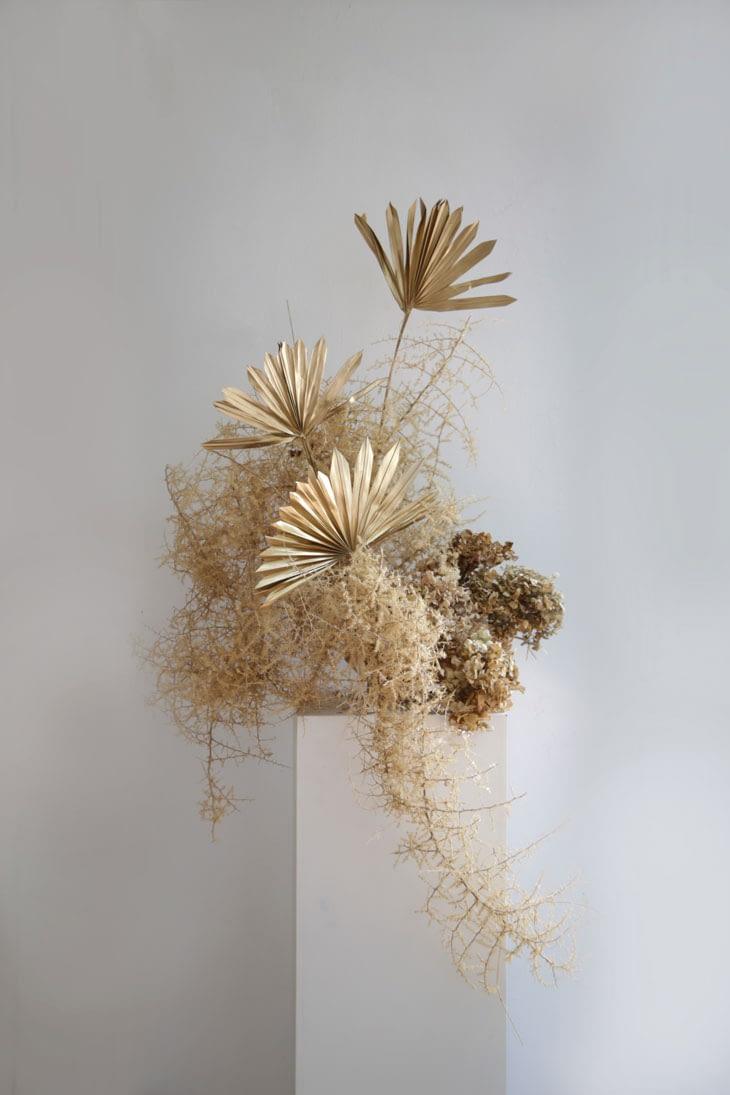 dry flowers sculpture